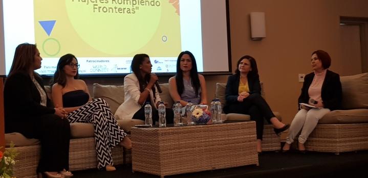 Panel Mujeres Rompiendo Fronteras