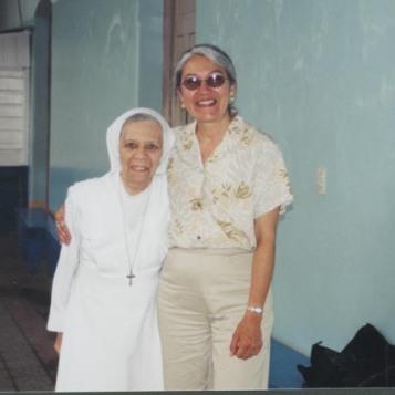 Con Sor Francisca, su maestra de matemáticas
